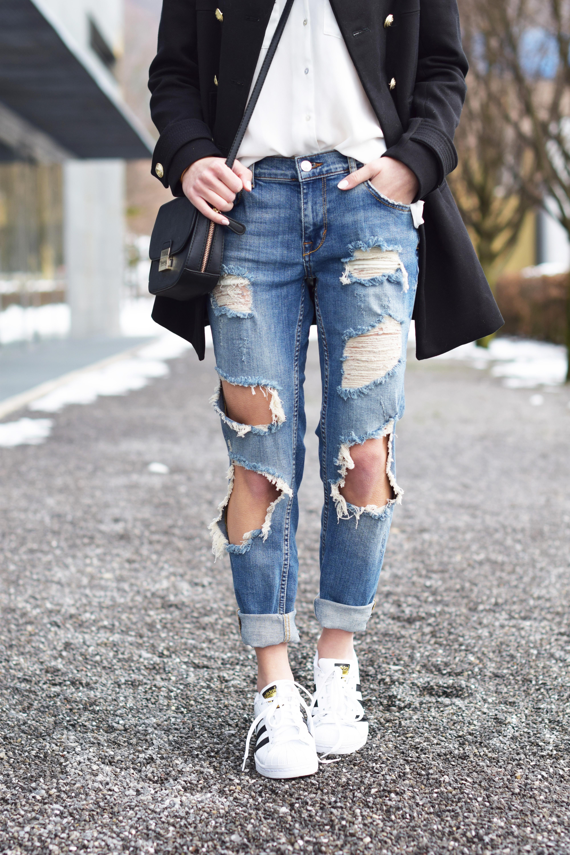 ripped jeans von zara mit doppelreihigem longblazer und. Black Bedroom Furniture Sets. Home Design Ideas