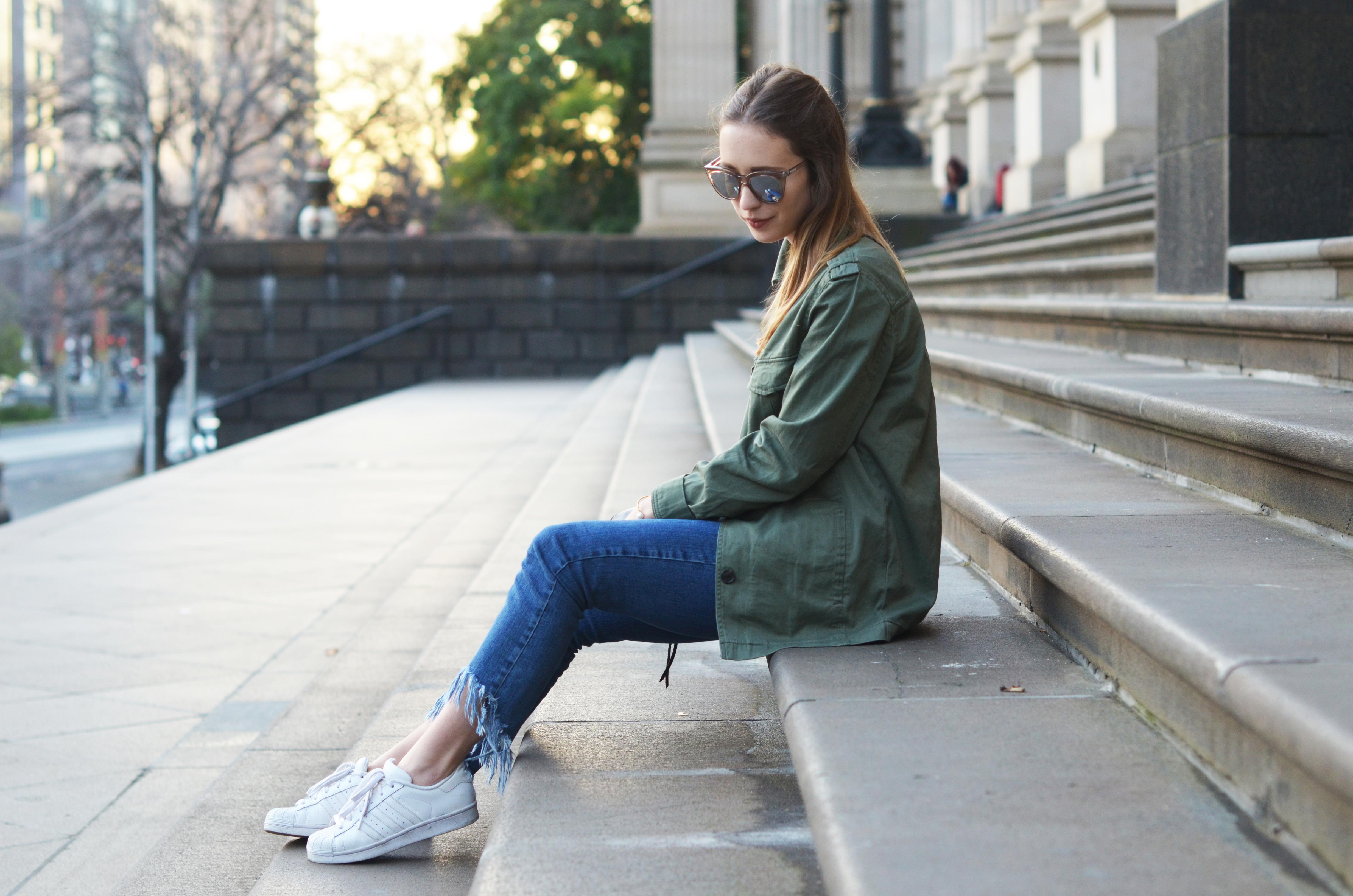Cargojacke-Fransenjeans-Adidas-Originals-Stylemocca