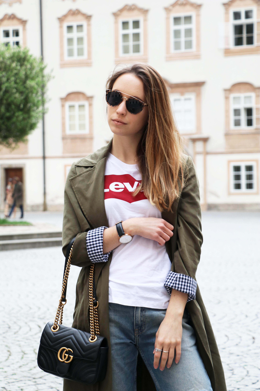 levi's-shirt-khakifarbener-mantel-gucci-tasche-stylemocca