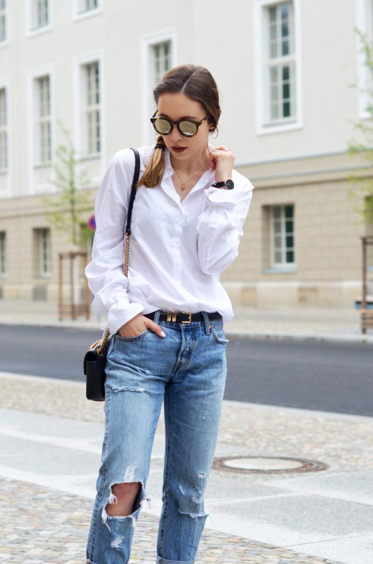 basics kombinieren die klassische wei e bluse mit einer boyfriend jeans. Black Bedroom Furniture Sets. Home Design Ideas