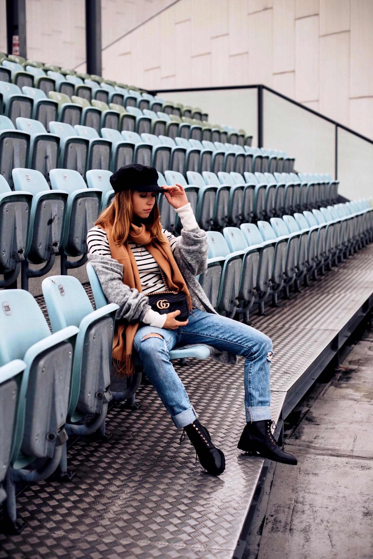 Autumn Ready: Herbstlicher Layering Look mit Streifenpullover, Cardigan und Skinny Jeans