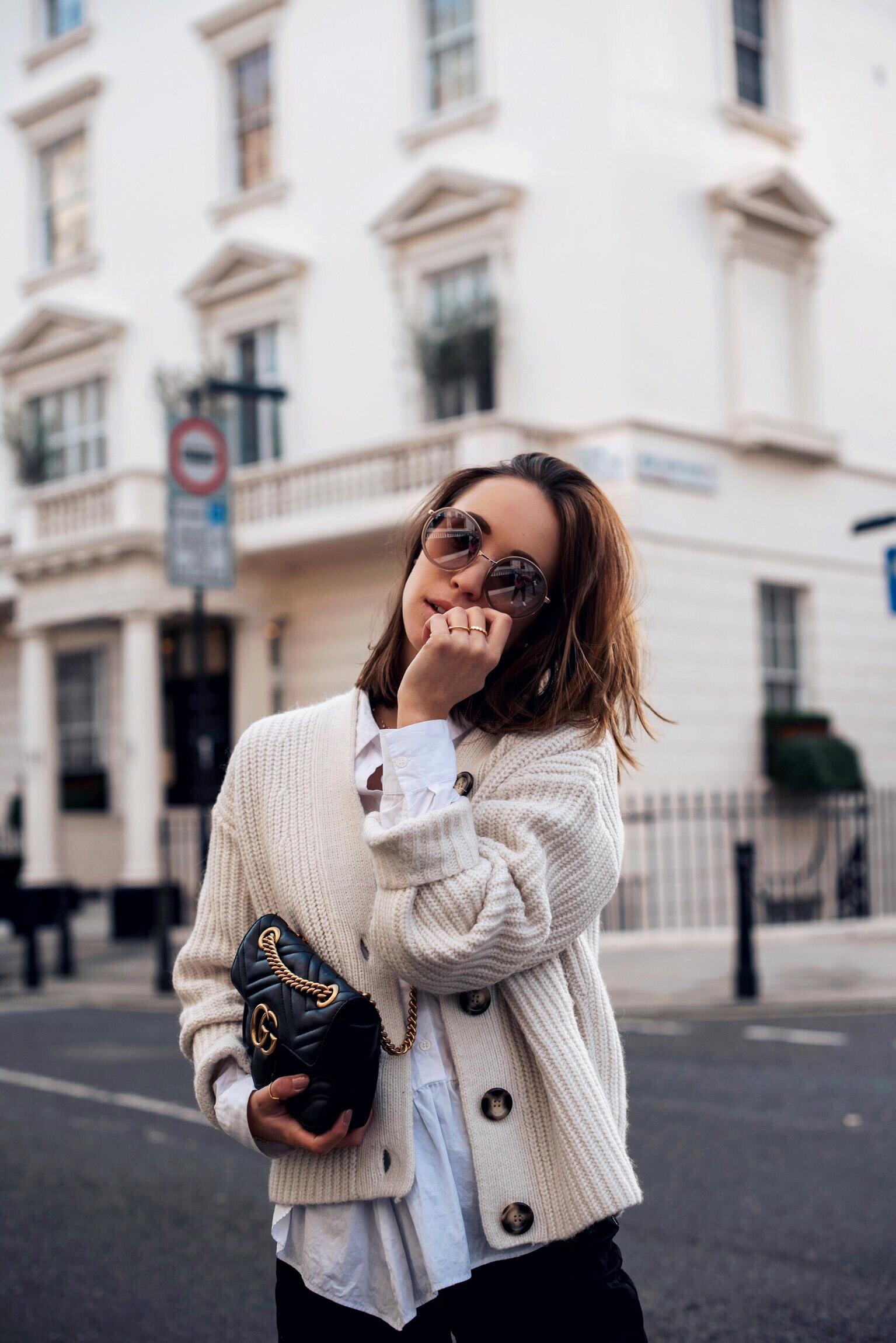 Herbst Outfit mit Jeans Culotte, Strickjacke und Gucci Marmont Tasche