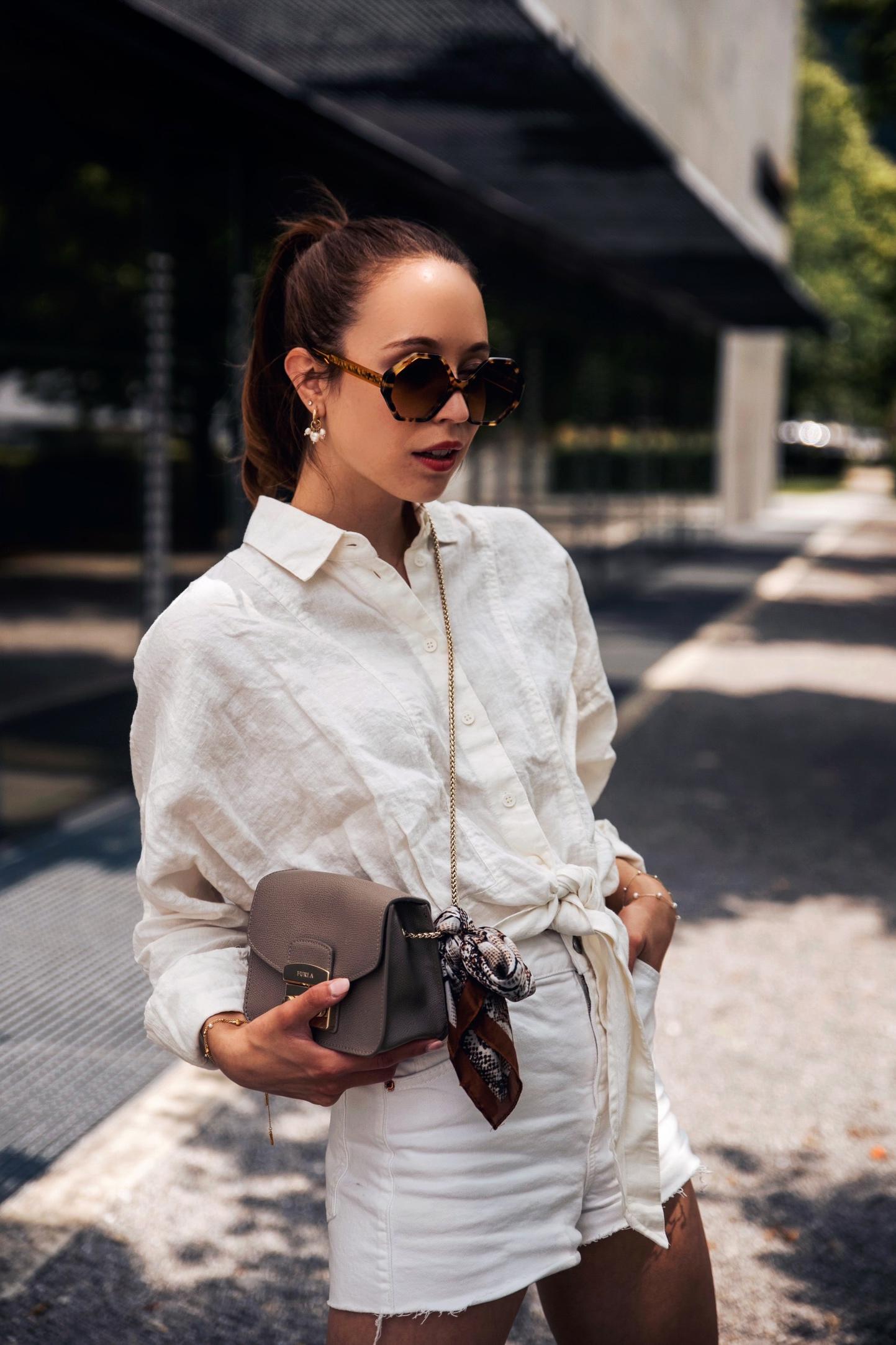 Sommer Outfit mit Leinenbluse und Shorts