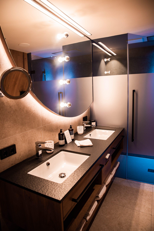 Edelweiß Salzburg Mountain Resort in Großarl, Badezimmer
